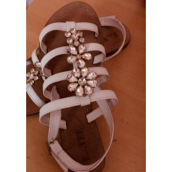 Sandale blanche avec strasse